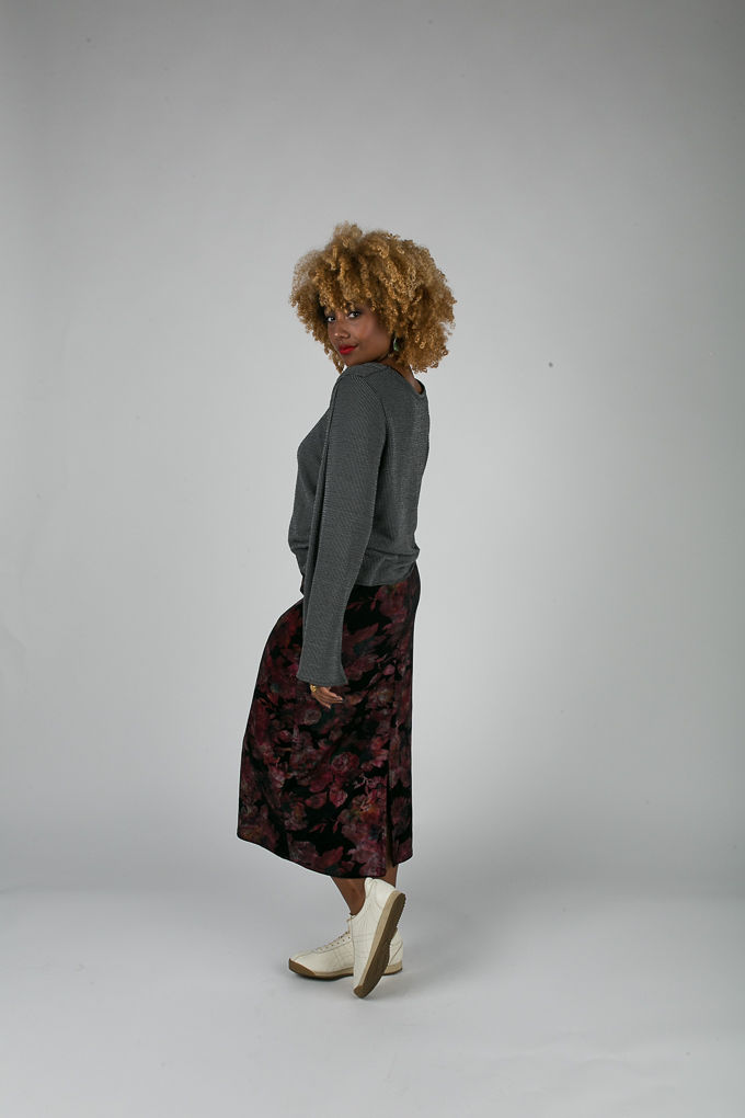 RSEE-LCM-Liveclothesminded-xmmtt-longbeach-6991-what to wear to work-midi skirt-bell sleeves-skirt with sneakers-fitfemme- work outfit ideas