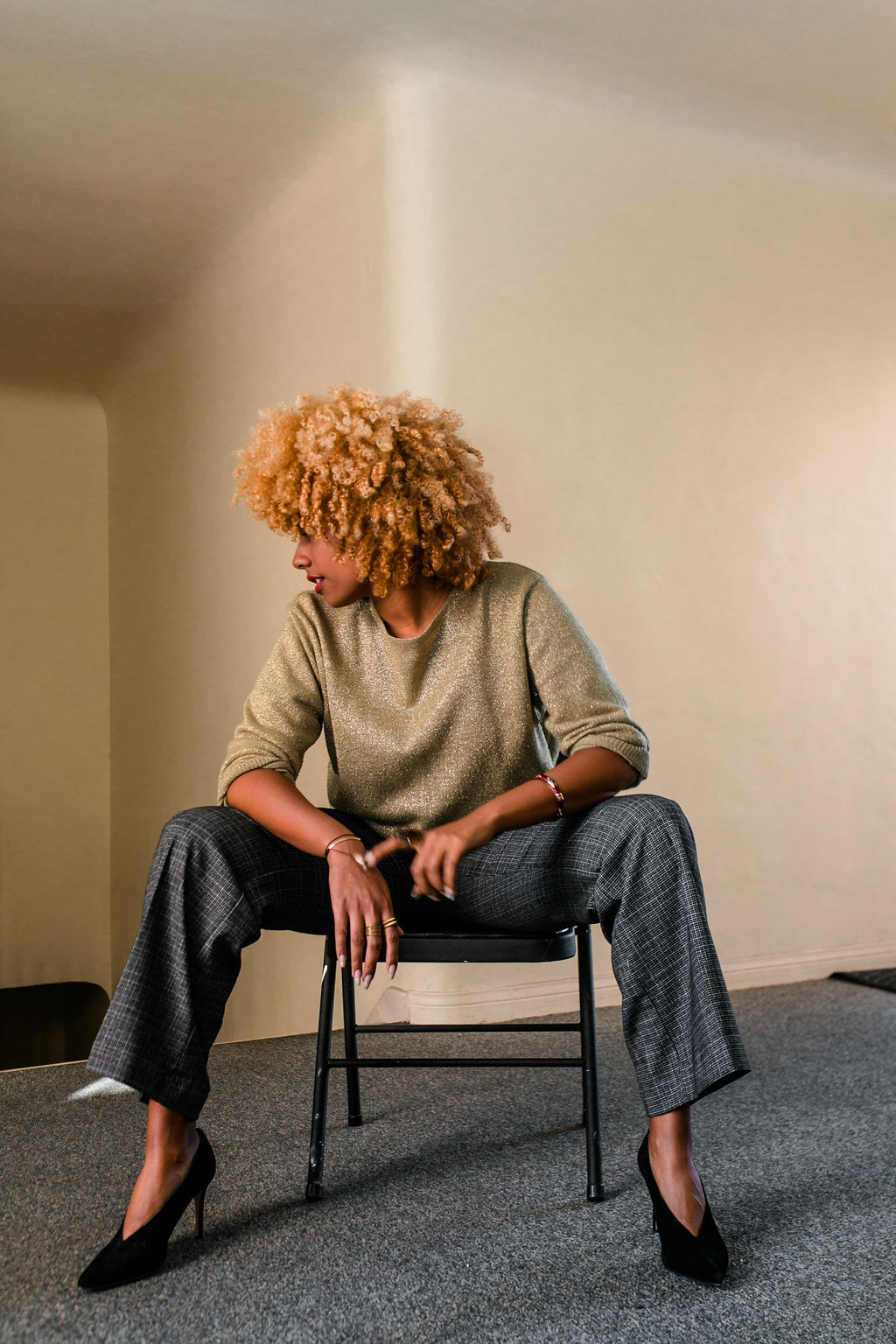 reflect -RSEE-LCM-Liveclothesminded-xmmtt-longbeach-2276-wear who you are-slacks-gold sweater-blonde curls-how to wear slacks-7 big moments